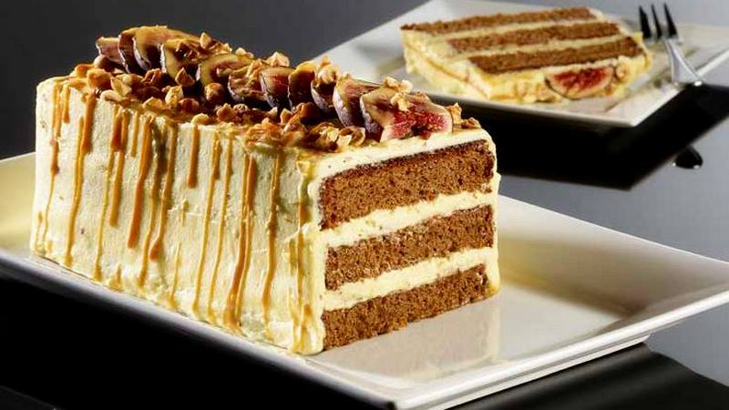 Торт с инжиром, фундуком и кофе