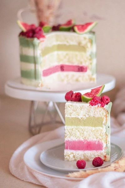 Торт муссовый «Феличита» кокос - фисташка - вишня разрез