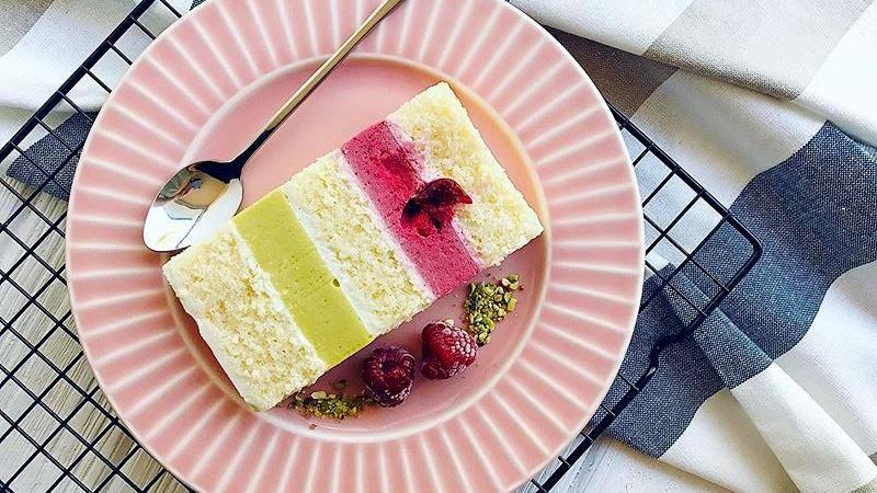 Торт Феличита - кокосовый бисквит с фисташковым и вишневым муссом
