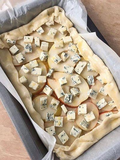 Слоеный пирог с грушей и сыром с плесенью тесто