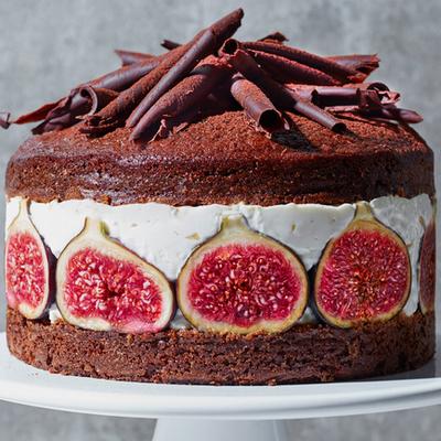 Шоколадный торт украшенный инжиром. Торт с инжиром