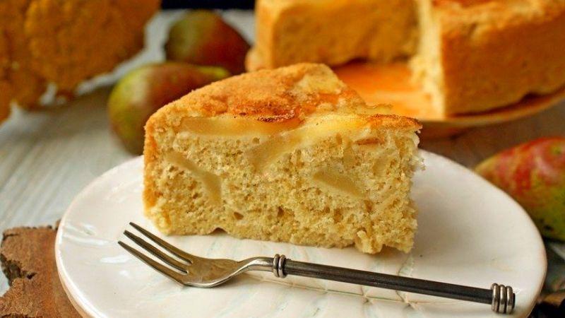 Пирог с грушами или яблоками на кефире - рецепт для мультиварки