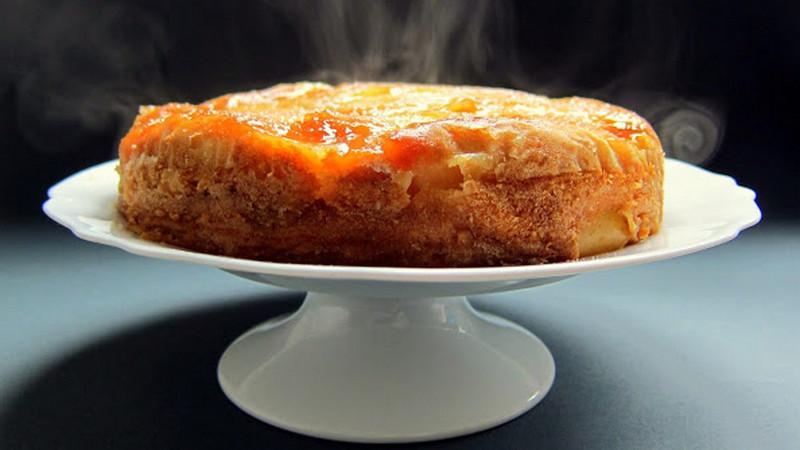 Пирог грушевый перевертыш с карамелизированными яблоками в мультиварке