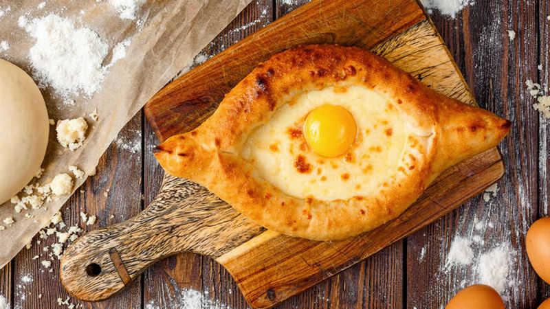 Вкусные хачапури по-аджарски - рецепт лодочки с яйцом