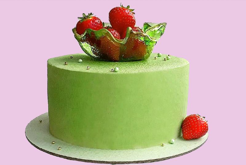 Зеленый торт с фисташковым чизкейком и муссом велюровое покрытие