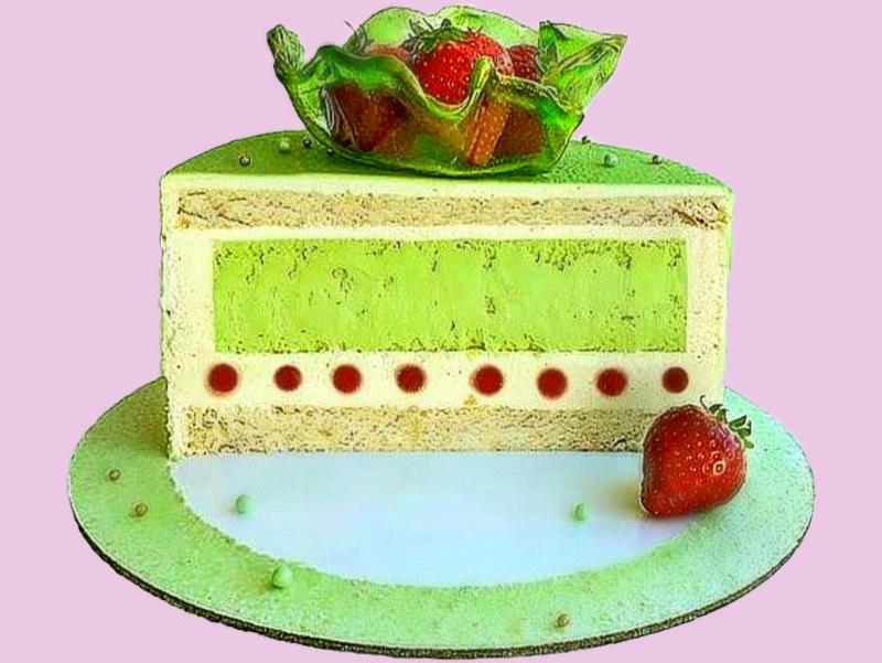 Зеленый торт с фисташковым чизкейком и муссом с миндальным бисквитом