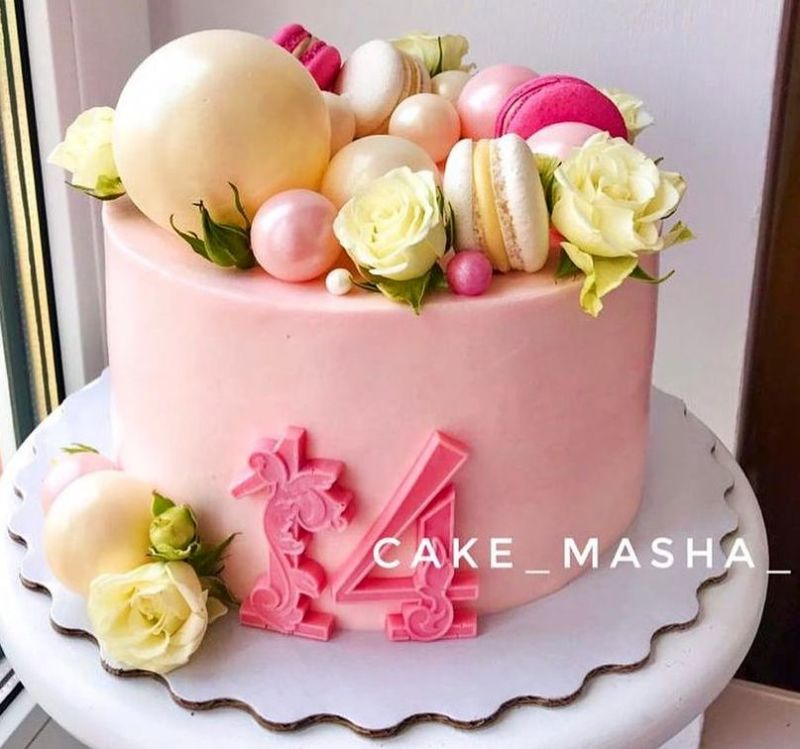 Торт с розами и шарами девочке на 14 лет