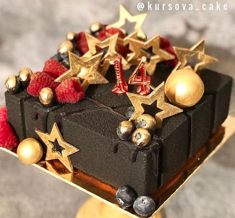 Чёрный квадратный торт девочке на 14 лет