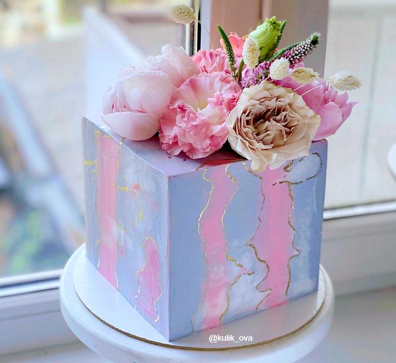 Торт квадратный с живыми цветами девочке на 10 лет