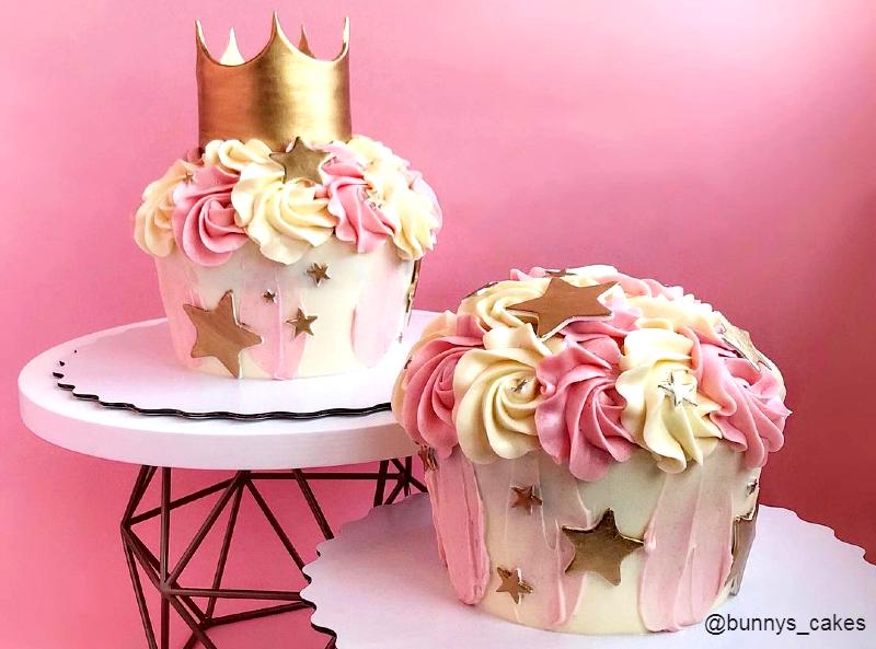 Маленький торт капкейк для фотосессии девочке на год