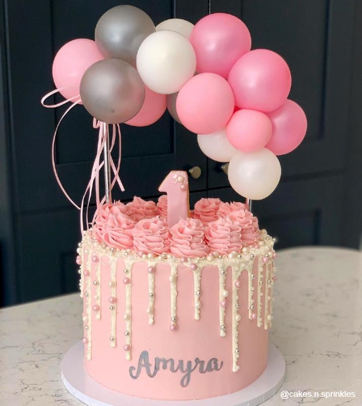 Простой праздничный тортик на год девочке