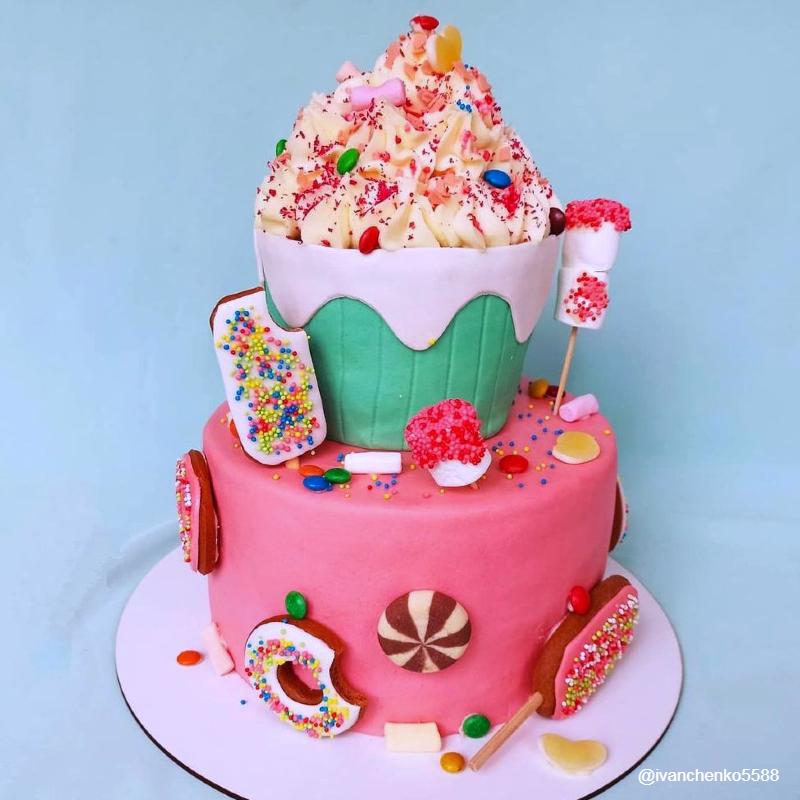 Торт огромный капкейк двухэтажный девочке на 10 лет