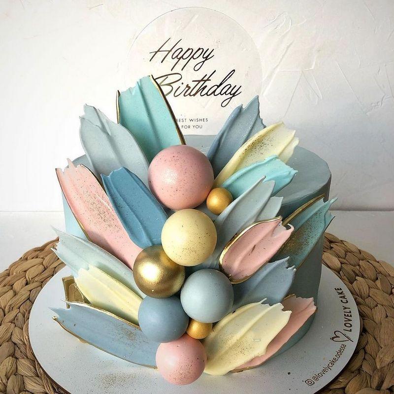 Торт в пастельных тонах для девочки на год