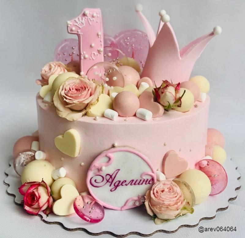 Нежный милый торт девочке на день рождения на год