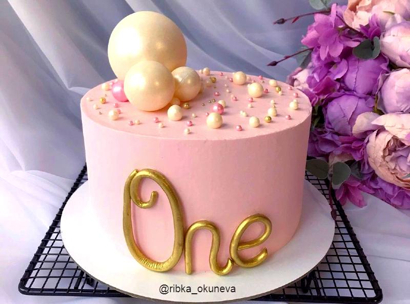 Нежный торт One девочке на годик
