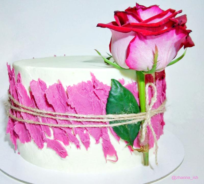 Маленький торт с живым цветком девочке на 10 лет