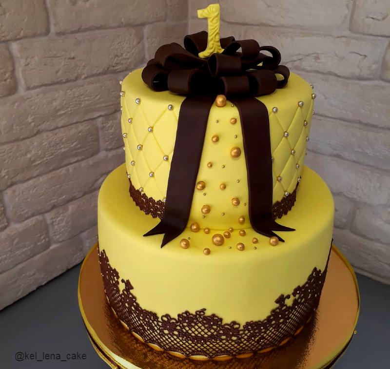 Торт с кружевом и бантом девочке на год