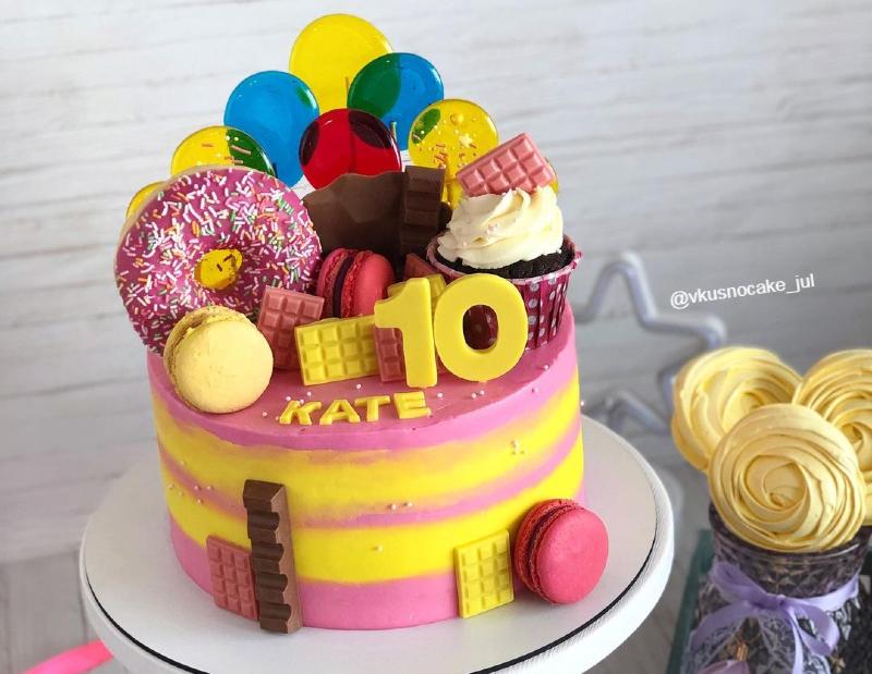 Торт девочке на день рождения на 10 лет с донатом и капкейком