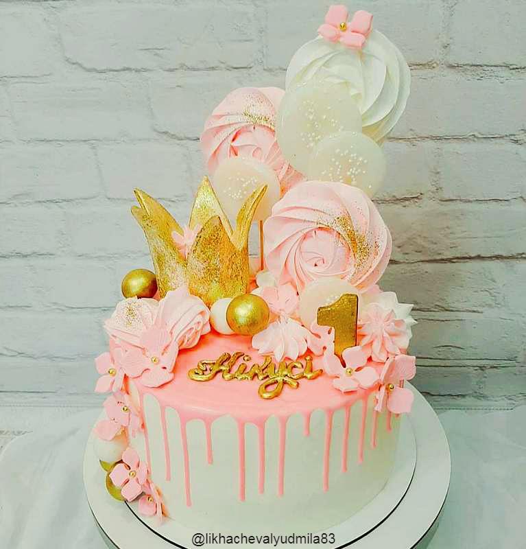 Яркий розовый тортик для девочки на 1 год