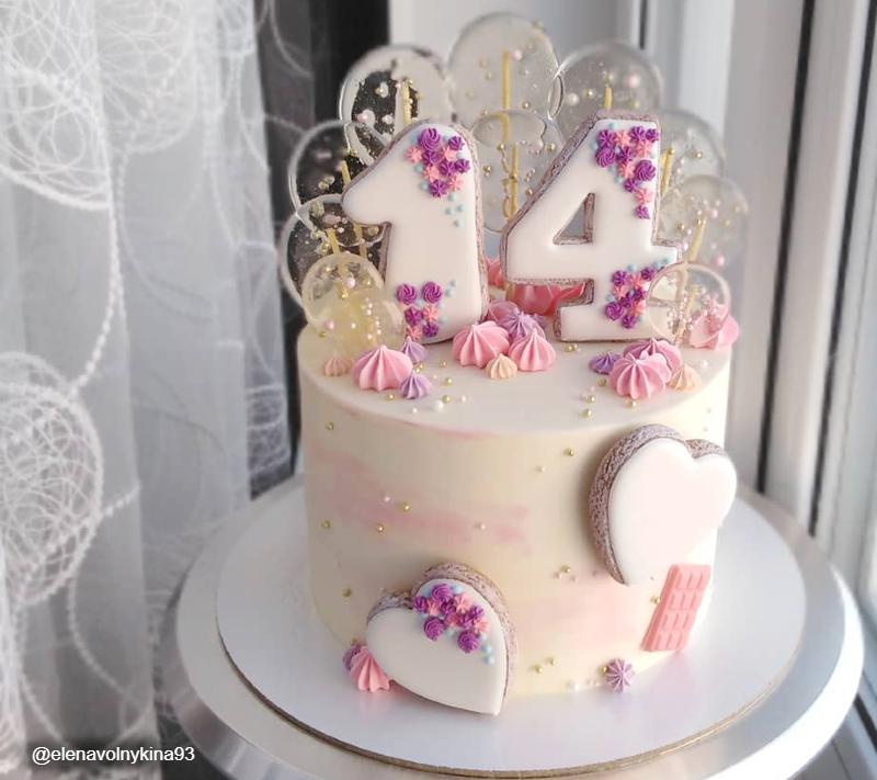 Торт с леденцами и пряниками девочке на 14 лет