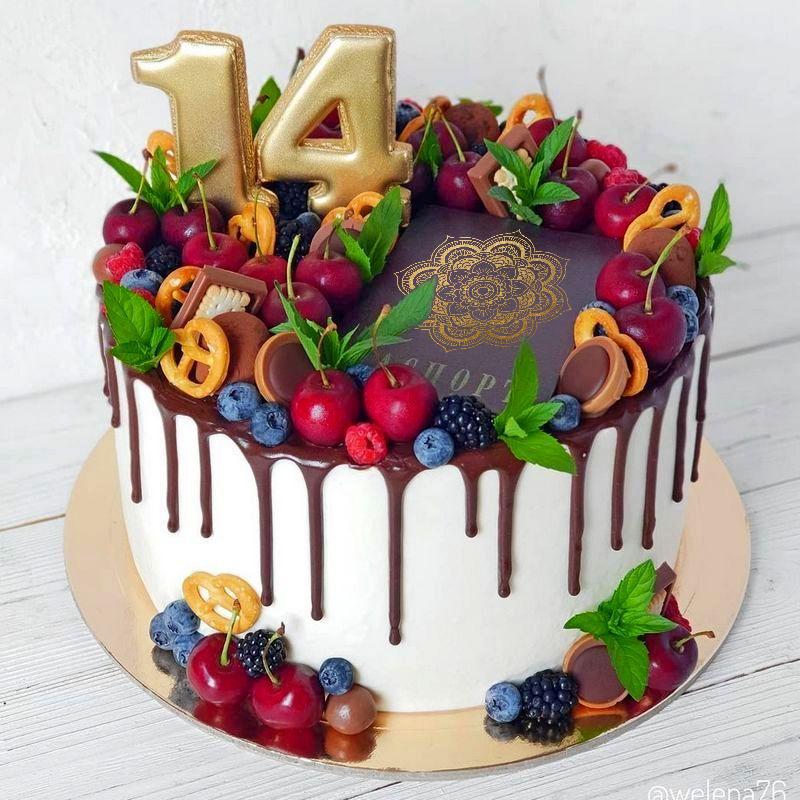 Торт с паспортом и ягодами девочке на день рождения