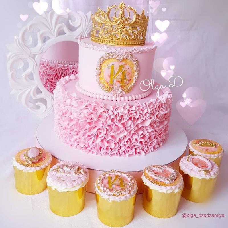 Торт с рюшами из мастики и короной девочке принцессе на 14 лет