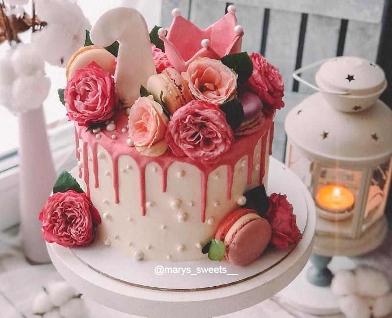Торт с живыми цветами девочке на 1 год