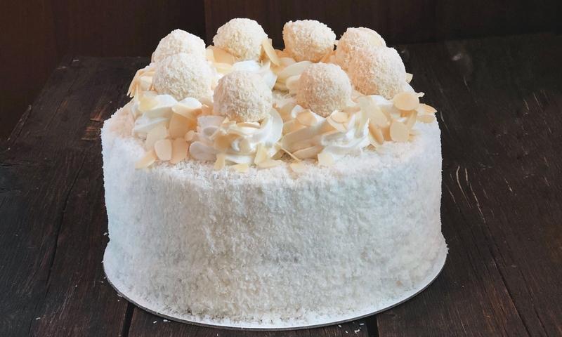 Как украсить торт Рафаэлло в домашних условиях