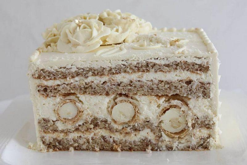 Торт Рафаэлло с конфетами в середине
