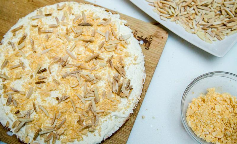 Начинка для торта Рафаэлло из вафель и миндаля