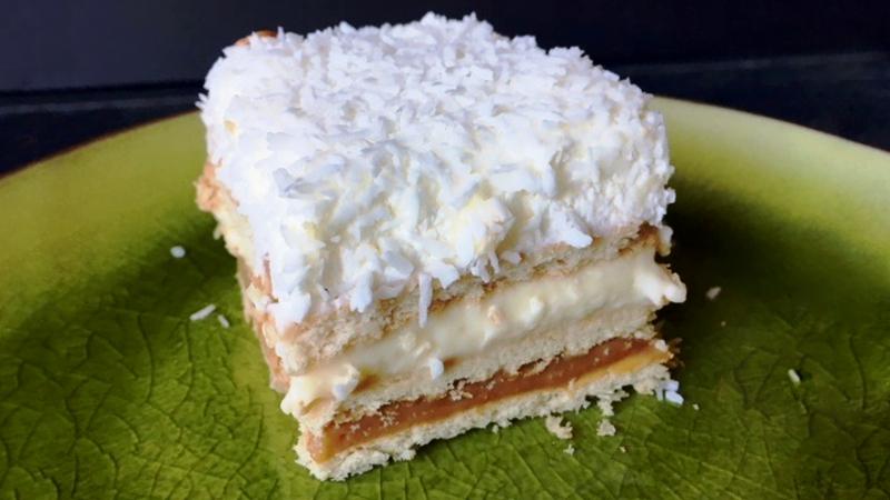 Нежный торт Рафаэлло без выпечки простой рецепт