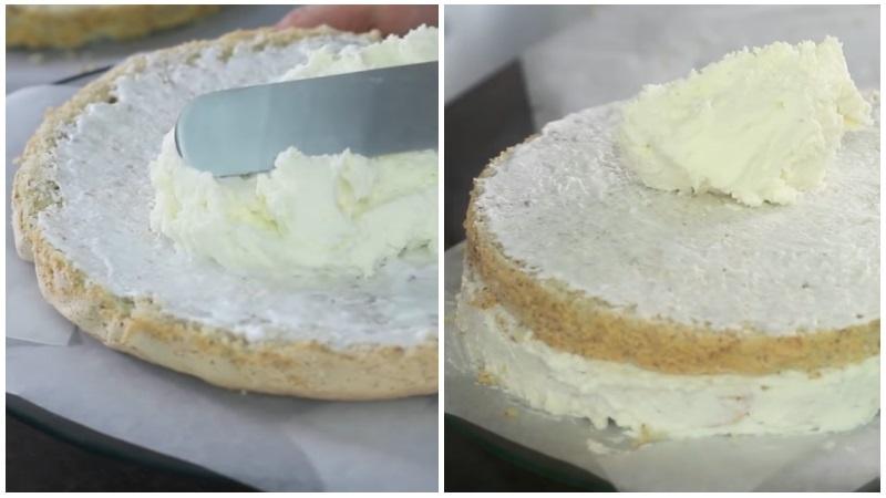 Промазываем коржи кремом для кокосового торта