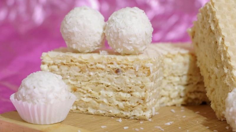 Вафельный торт Рафаэлло без выпечки простой и быстрый рецепт