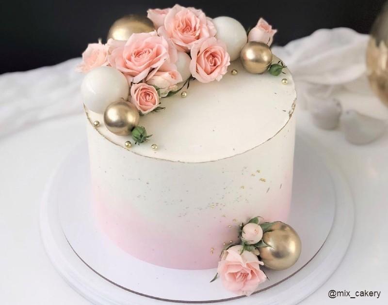 Красивый торт женщине на день рождения