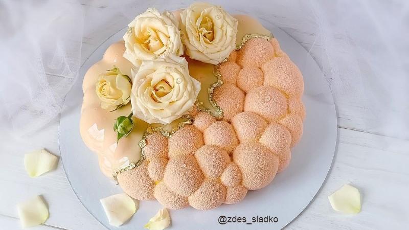 Муссовый торт женщине на день рождения