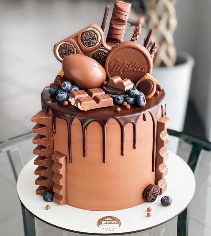 Шоколадный торт женщине на день рождения
