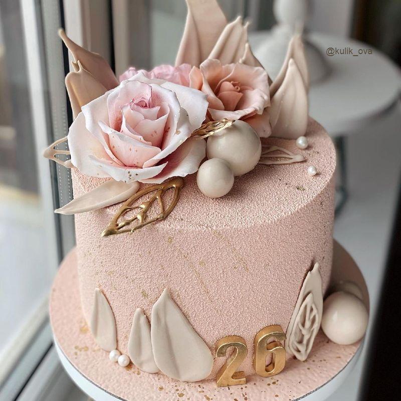 Стильный торт женщине на день рождения
