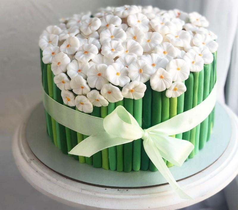 Торт букет ландышей для женщины на ДР