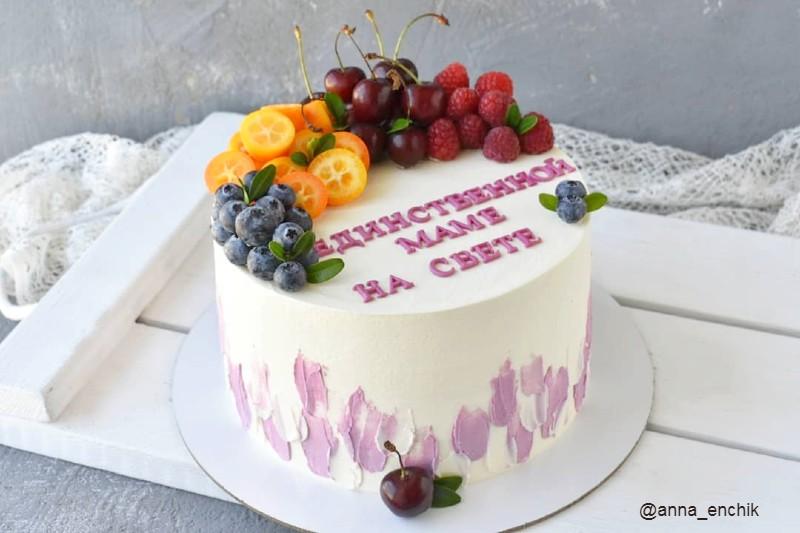 Торт единственной маме на свете с фруктами