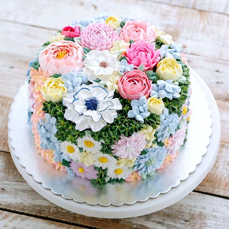 Торт кремовые цветы женщине на день рождения