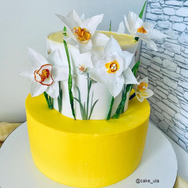 Торт весенний с нарцисами маме на день рождения