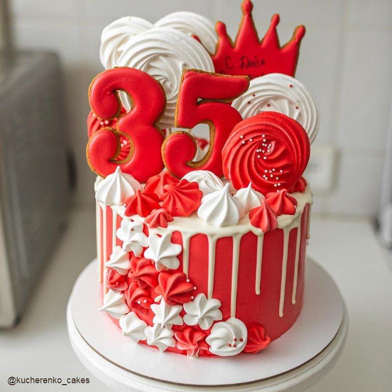 Торт женщине на 35 лет украшение безе и пряниками
