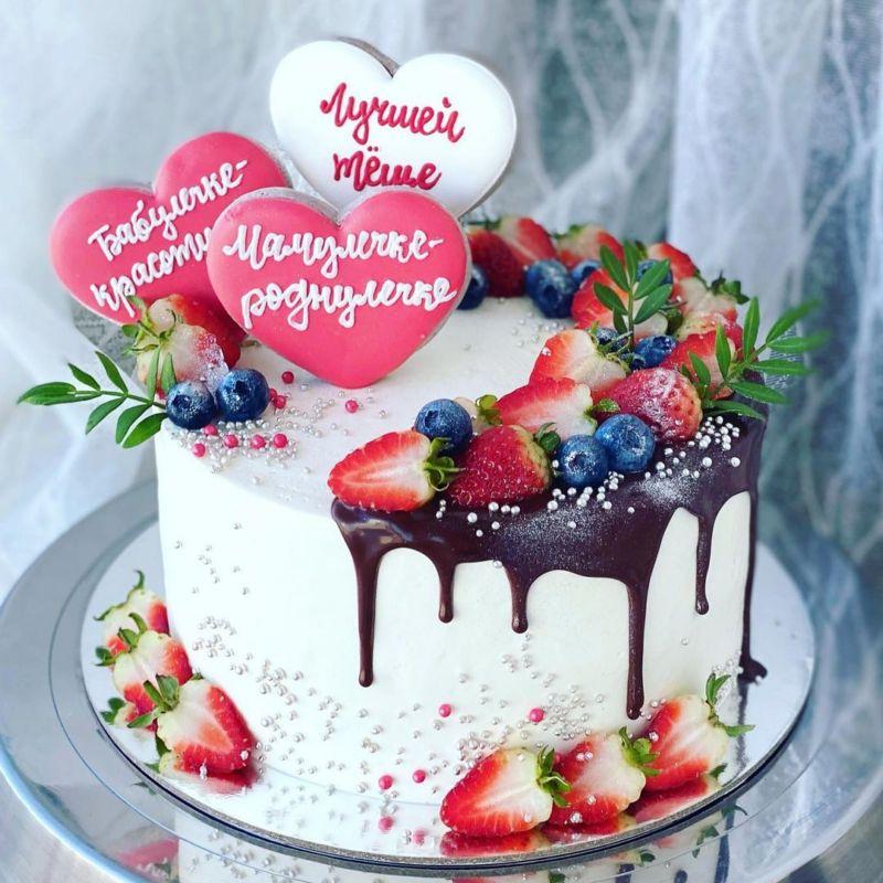 Торт с сердечками пряниками для мамы на ДР