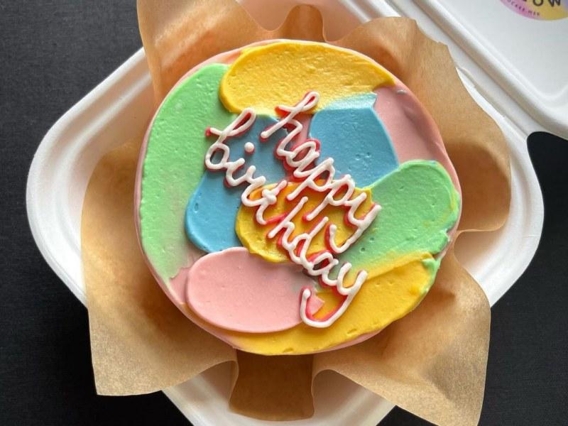 Бенто торт классический декор кремовыми мазками